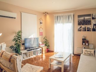 are you an entrepreneur looking to make extra income on airbnb? read this article to see why airbnb is a better option for your property than traditional leasing